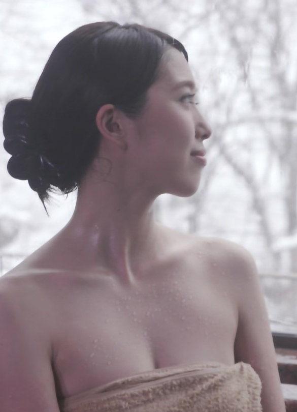 秦瑞穂(28)の谷間に背中ヌードが抜ける入浴シーンww【エロ画像】 表紙