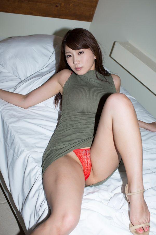 森咲智美(25)がハミ乳、ハミマン寸前でクッソエロいww【エロ画像】