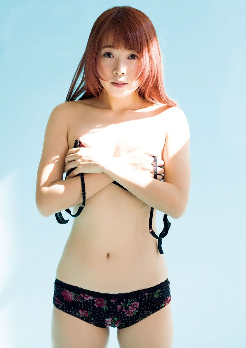 でんぱ組・成瀬瑛美(28)の手ブラ初ビキニグラビア☆☆【エロ画像】