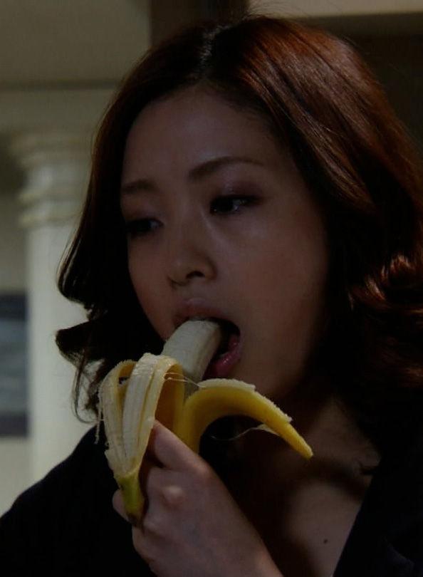 上戸彩(33)の新ドラマのバナナフェラがくっそエロいww【エロ画像】