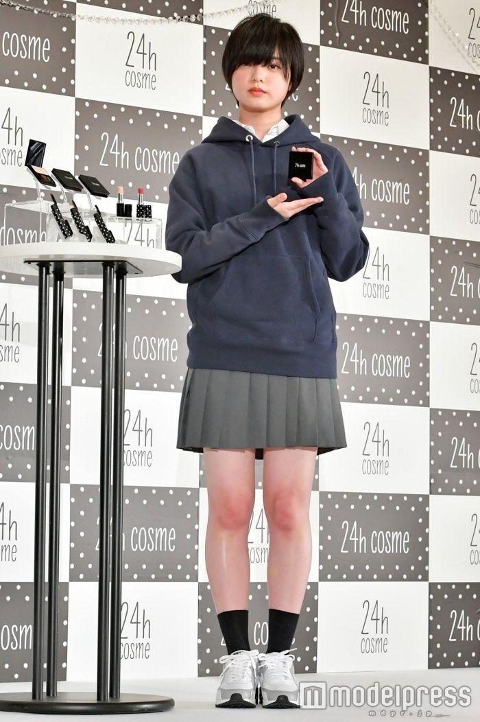 平手友梨奈(16)与沢翼のイモウトと言われてるのが納得の写真!!!!!!【エロ画像】