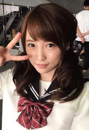 元AKB48川栄李奈(22)ロリ顔だけあって10代小娘制服コスが似合っててヌけるwwww(えろ写真)
