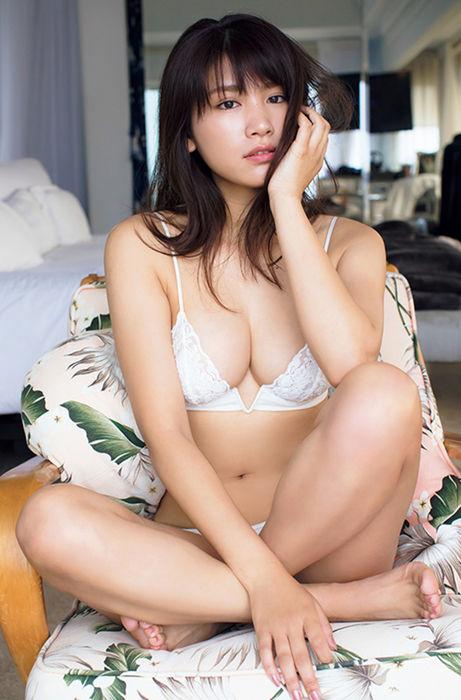 久松郁実(22)の下着姿がエッチな最新写真集ww【エロ画像】