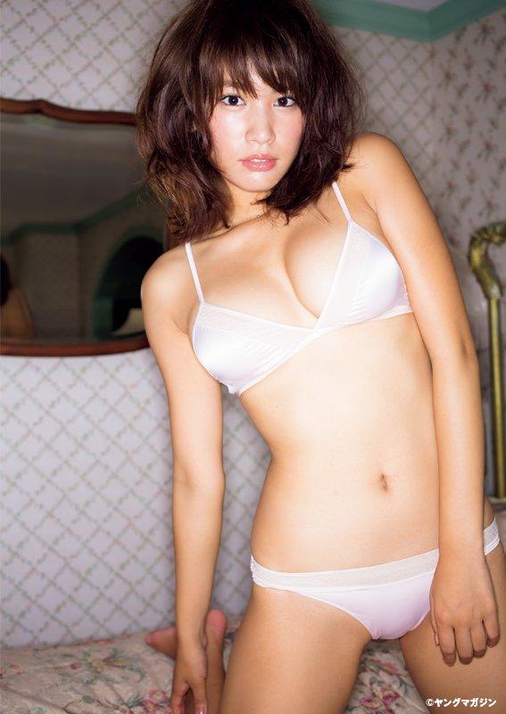 久松郁実(19)がTwitterで巨乳くびれ披露!おっぱいと尻デカすぎシコタwww【エロ画像】
