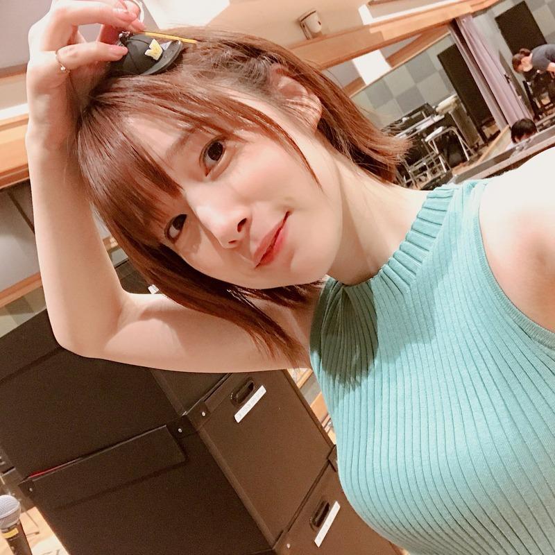 内田真礼(28)とかいう美人声優の着衣ニットがぐうシコww【エ□画像】