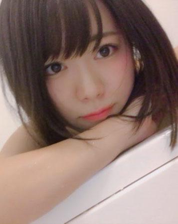 山内鈴蘭(23)半身浴なうの自画撮りがエッチで抜けるww【エロ画像】