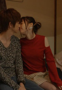 島崎遥香(23)がドラマで初のキスシーンでおっぱいまで当ててるww【エロ画像】