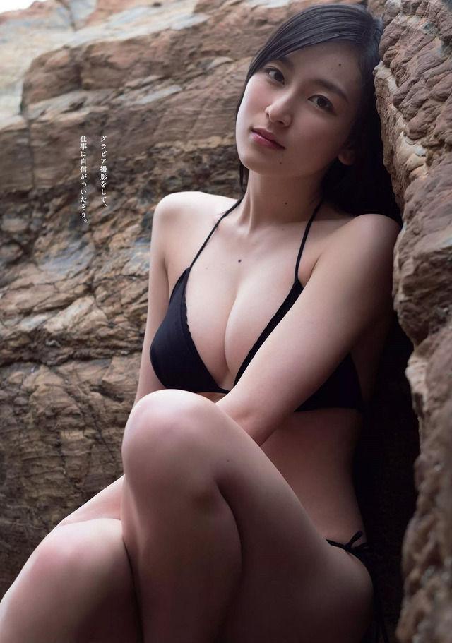 宮下かな子(22)ほくろもセクシーな巨乳ボディの水着グラビアが抜けるww【エロ画像】 表紙