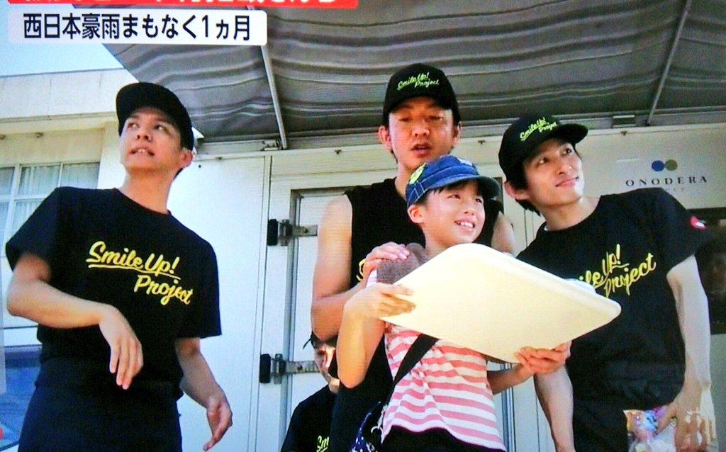 木村拓哉『V6』の三宅健、俳優の生田斗真を従えた格好で、現地の小学校で炊き出し  自分たちの宣伝を兼ねたクサい演出