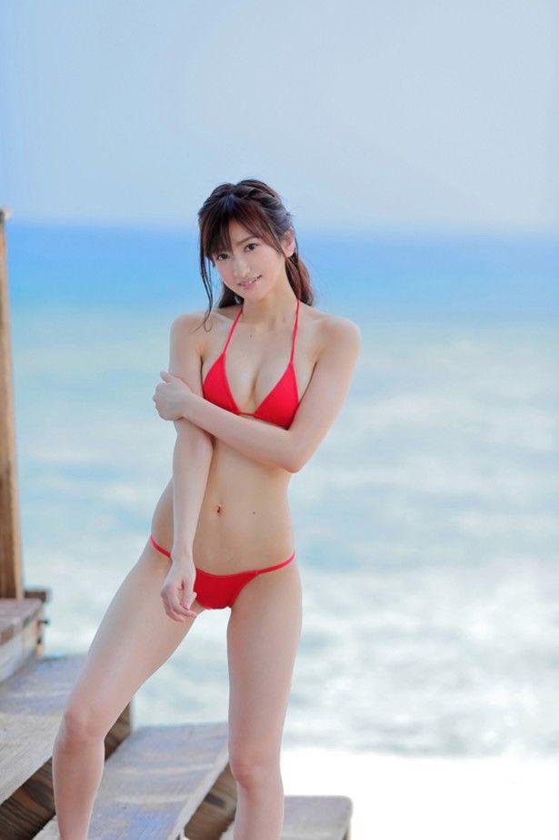悩殺   元アイドル外崎梨香、スレンダー系ナイスボディーでファンを悩殺久々の芸能活動は海外撮影