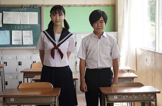 """さすがにキツいわ  「なぜ、今なのか(笑)」。松井玲奈、主演ドラマでの""""セーラー服姿""""披露に複雑な想い"""