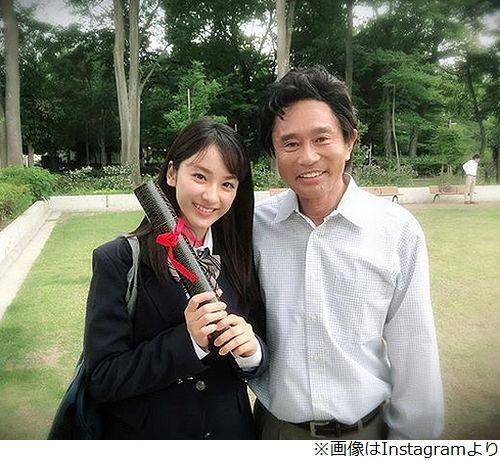【芸能】平祐奈、「とてもとても優しい」浜田雅功とSPドラマ撮影で2ショットを披露