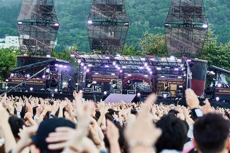 """【芸能】GLAY、5年越しリベンジ!故郷・函館2日で5万人を""""誘惑"""""""