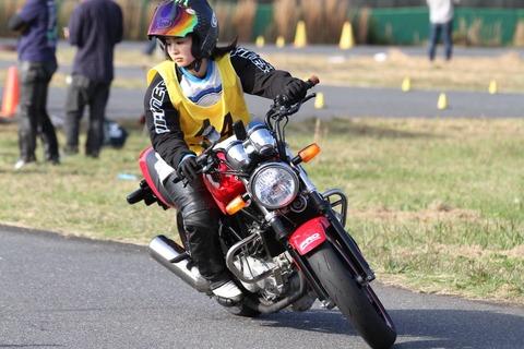 元AKB48平嶋夏海さん、半分趣味で、半分お仕事のバイクレーサーに転身