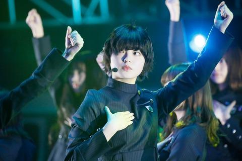 【欅坂46】平手友梨奈、ライブで転倒負傷後初の公の場 元気いっぱい笑顔見せる