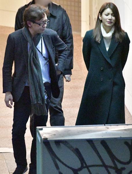 【ほっといてやれよ】TOKIO城島リーダー(48)、25歳年下の美女とはしご酒デートwwwww