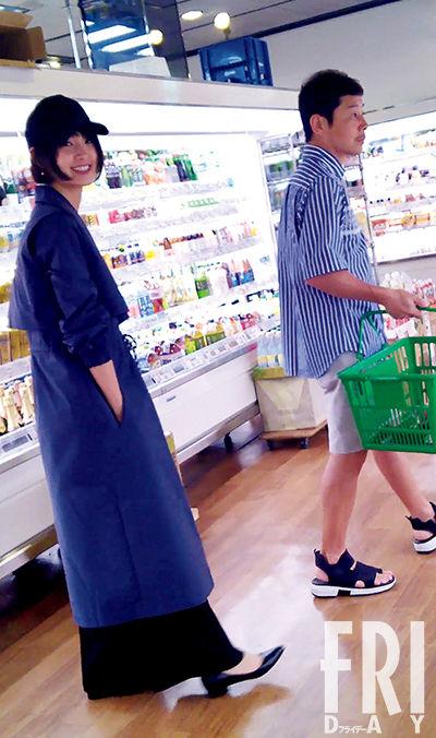 交際順調!剛力彩芽&ZOZO前澤友作 二人仲良く買い物デート