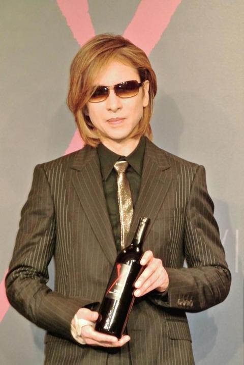 X JAPAN・YOSHIKI 西日本豪雨被災地への寄付について「助かるのであれば、僕は堂々としたい」 「神の雫」キバヤシ氏と登場