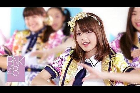 【BNK48】「恋チュン」がタイで人気爆発、本家AKBに迫る動画再生1億回超…タイ王女も踊る盛り上がりwwwww