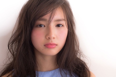 「あの美少女は誰?」CMで「粉雪」を歌う箭内夢菜(18)が話題「透明感がスゴイ」「引き込まれる歌声!!」の声
