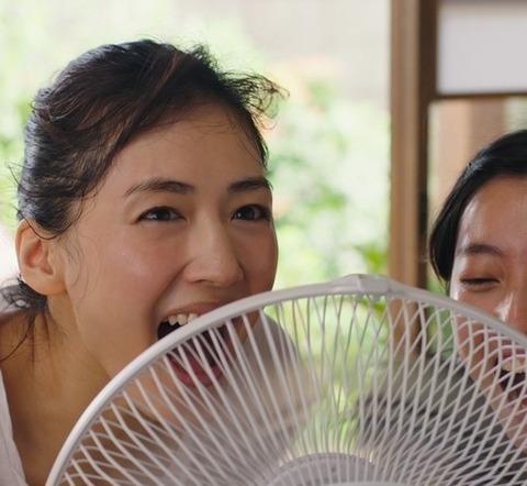 綾瀬はるか、爽やかに叫ぶ「キターーーー!」「コカ・コーラ クリア」の新テレビCM