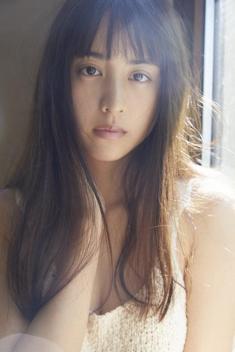 山本美月、27歳で初写真集 異国の地で見せるありのままの姿… すっぴんも初公開!