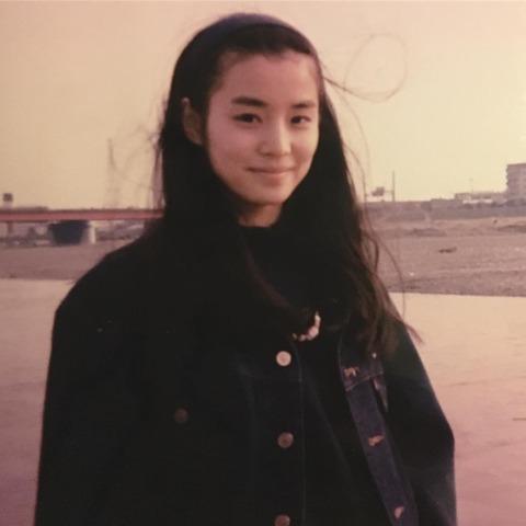 石田ゆり子さんの20歳ごろの写真に驚きの声wwwwwww