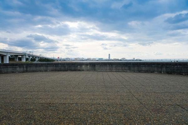 【大阪府警】ペン型カメラで水着の女性盗撮、巡査部長逮捕=二色の浜海水浴場