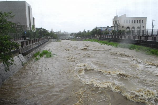 【大雨警戒情報】近畿3府県 15万人に避難指示  土砂災害や河川氾濫に警戒