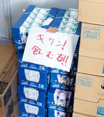 【キケン!飲むな!】北海道安平町、支援の液体ミルクに張り紙 倉庫に放置=小池都知事が会見