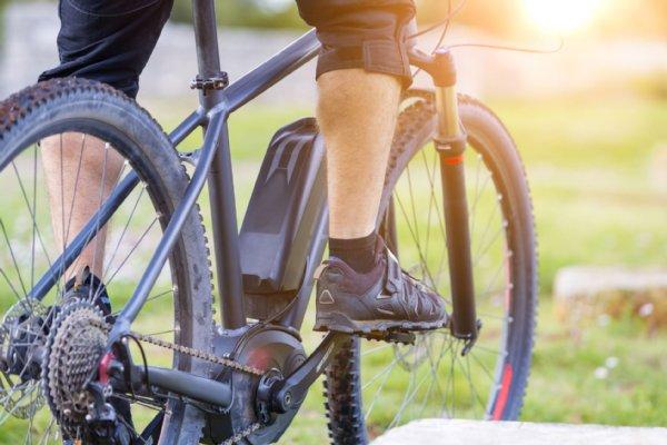 【茨城つくば】無灯火自転車でながらスマホ 男性はねられ死亡=大学生を書類送検