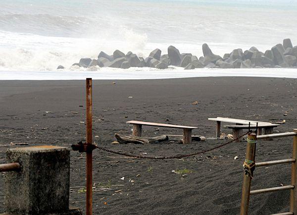 【駿河湾】静岡大生、男女3人が行方不明 高波にさらわれた可能性=スマホには花火を楽しむ動画…