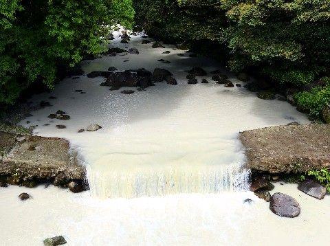 【宮崎】硫黄山噴火 長江川から200倍ヒ素など検出、数百匹の魚の死骸=取水自粛呼び掛け