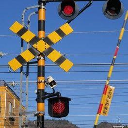 【兵庫明石】小学生がJR山陽線の踏切に置き石か 現場から2人立ち去る姿=ドライブレコーダーに映像
