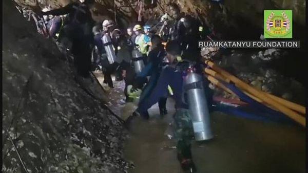 【タムルアン洞窟】少年救出活動中のダイバー死亡 空気ボンベを運んだあと呼吸困難に