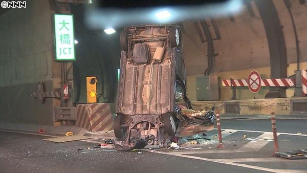 【東京目黒】首都高大橋JCT 中央分離帯に軽自動車突っ込み大破 23歳女性死亡