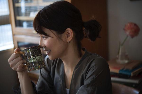 【石田ゆり子写真集】『Lily―日々のカケラ―』が年間写真集ランキング3位=坂道グループ以上に称賛の声