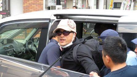 【大阪東住吉】宮崎容疑者逮捕「きもとさん」 …知人女性も警察車両に=茨城県警に移送
