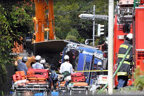 【千葉トレーラー横転】鉄筋8トン超過積載か 容疑者は家族が経営する運送会社勤務