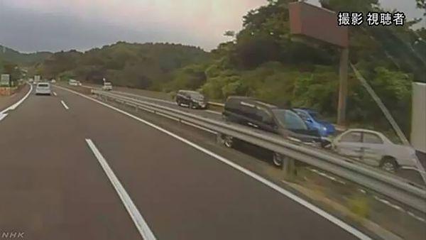 【神奈川】「横浜横須賀道路」逆走 車7台と衝突、6人重軽傷 70歳の男逮捕