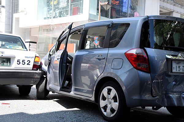 【福岡天神】盗難車暴走、タクシー阻止「歩道に人、進ませぬ」=27歳男逮捕