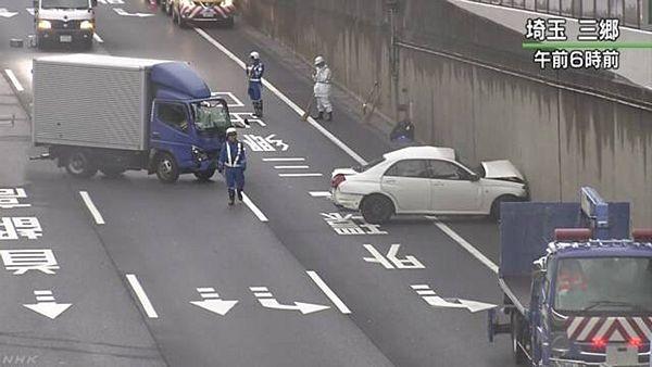 【埼玉三郷】常磐道、追い越し車線で横向き停車 トラック追突し4人死傷=逮捕されたトラック運転手に同情の声