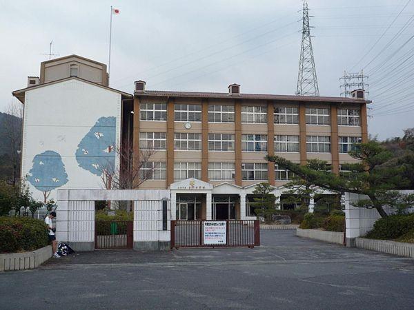 【滋賀大津】市立南郷中 部活顧問「校舎80周走れ」 熱中症で生徒救急搬送
