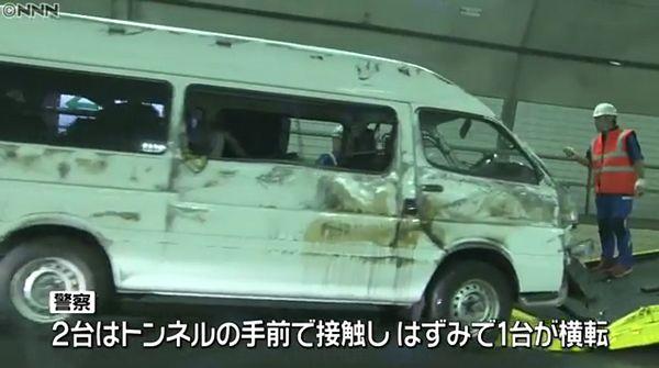 【愛知岡崎】新東名高速 「秦梨トンネル」でワゴン車2台衝突 大学生17人軽傷