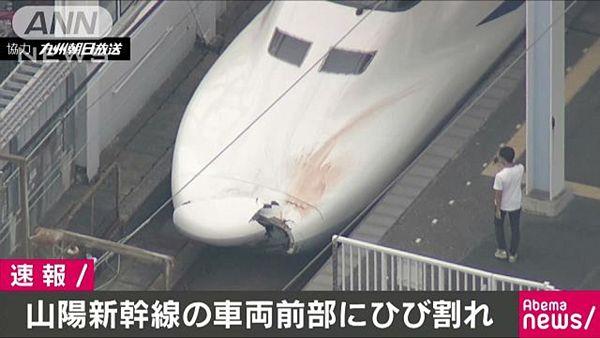 【JR小倉駅】山陽新幹線「のぞみ」のボンネット大破、血痕も=人身事故か