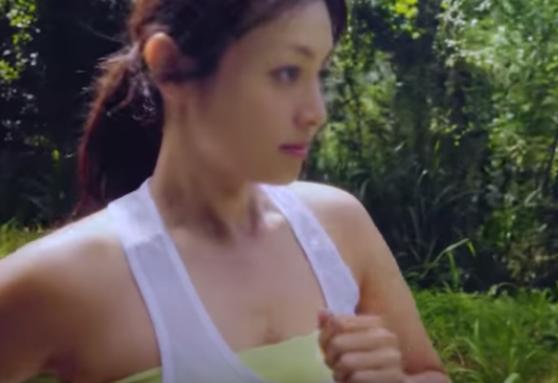 【動画】このCMの深田恭子の乳揺れがいくらなんでもエ□すぎるwwwwwwwwww