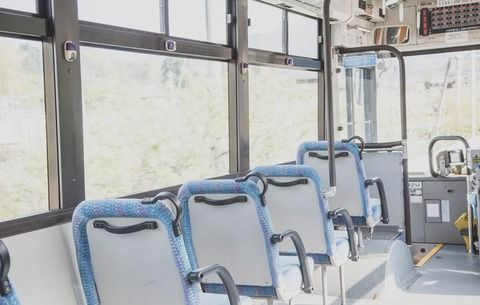 【現行犯逮捕】バスで吐いた男性を介抱していた優し過ぎる女子高生を殴った男がコチラ・・・