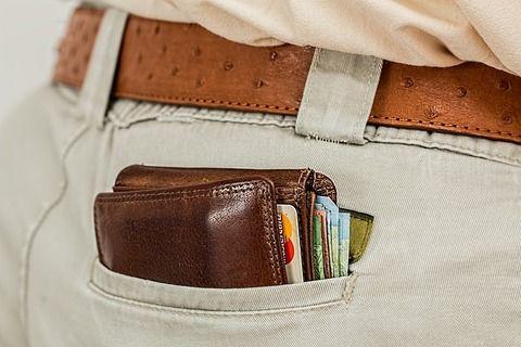 【警告】二つ折り財布を使ってる奴らに告ぐwwwww