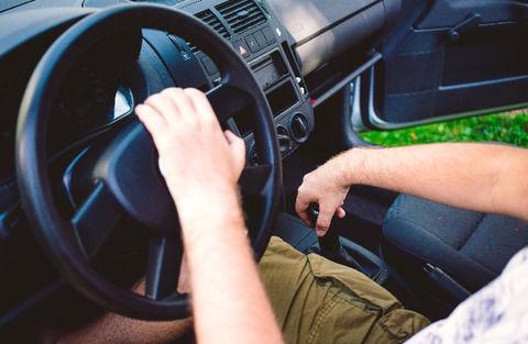 【悲報】最近の若者「MT免許なんて使わないんだからATでいいだろw」
