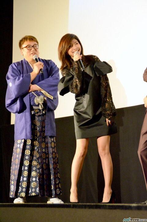 【画像】内田有紀(41)のエロすぎる美脚と身体やべええええええ